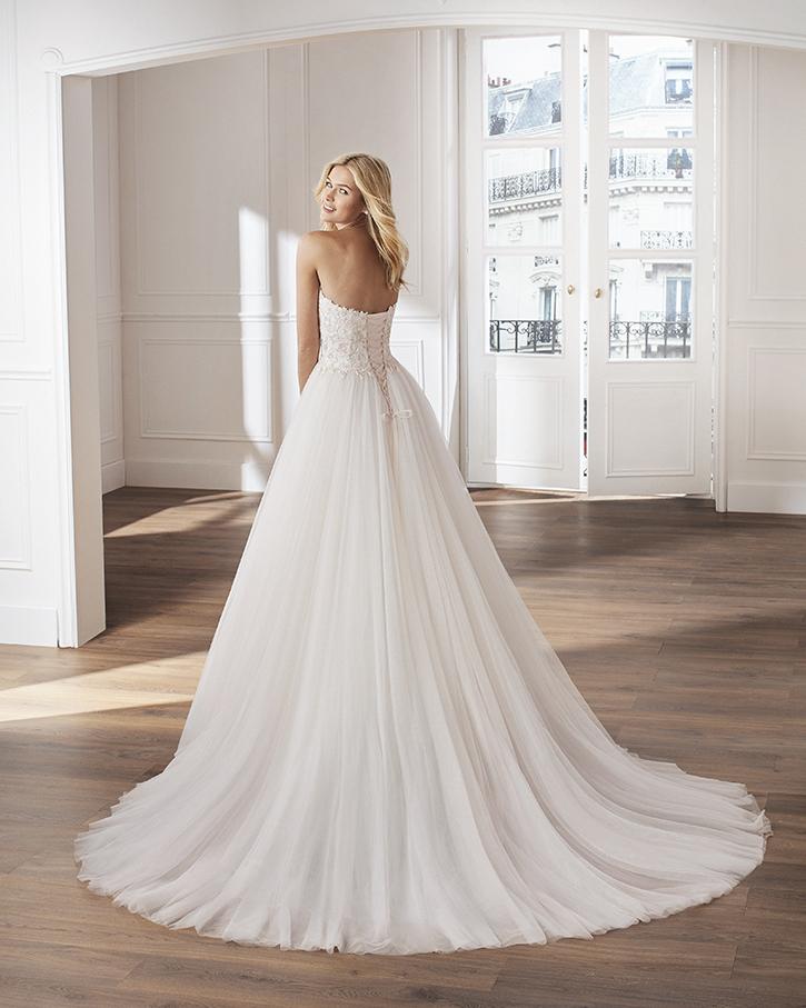 Atelier Vestiti Da Sposa.Vilaboa Mariages It Abiti Sposa E Sposo Collezione 2020