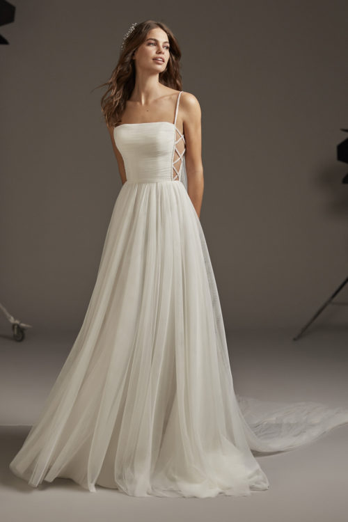 Mariages: abito da sposa Pronovias 2020 a Vicenza, Verona, Padova, Veneto VOLANS