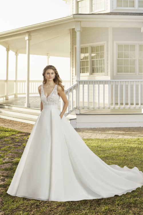 Mariages: abito da sposa Rosa Clarà 2020 a Vicenza, Verona, Padova, Veneto 4A1C6 CURIE